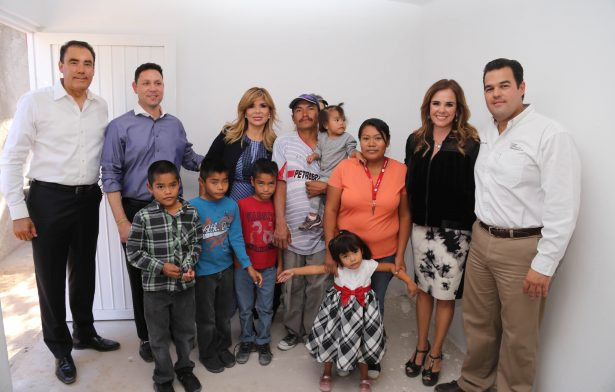 Lleva Gobernadora Pavlovich apoyos productivos y de vivienda a Puerto Peñasco