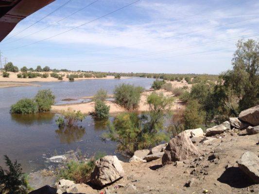 Trabajan para que corra agua por el Río Colorado