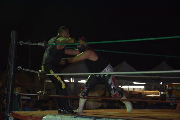 La Lucha Libre tuvo un espacio en la Feria del Algodón