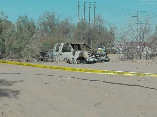Localizan cuerpos en pick up incendiado en el Rio Colorado