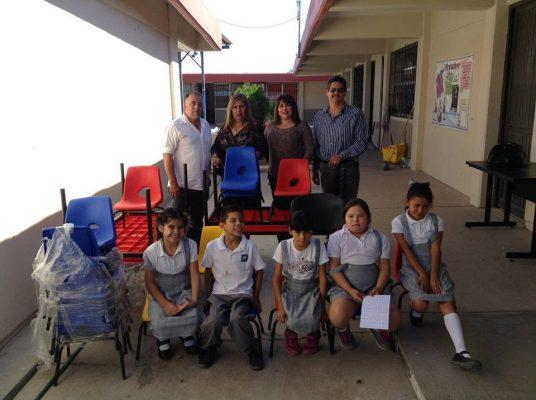 Los CAM reciben mobiliario para aulas
