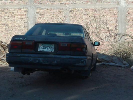 Abandonan auto robado desvalijado
