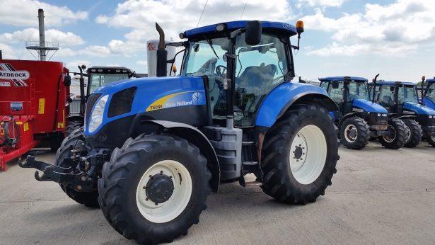 Recuperan tractor robado