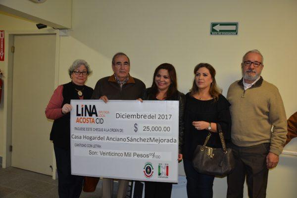 Lina Acosta se compromete a  ayudar al asilo de  forma continua