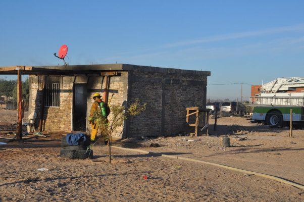 Ladrones incendian casa al ser sorprendidos robando