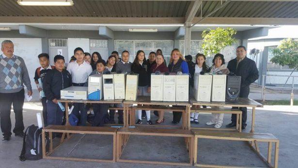 """Benefician a 400 alumnos con """"compus"""" rehabilitadas"""