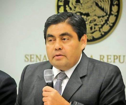 Barbosa pide licencia para buscar gubernatura de Puebla