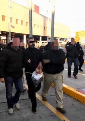 Deportan a ex escolta de Guillermo Padrés