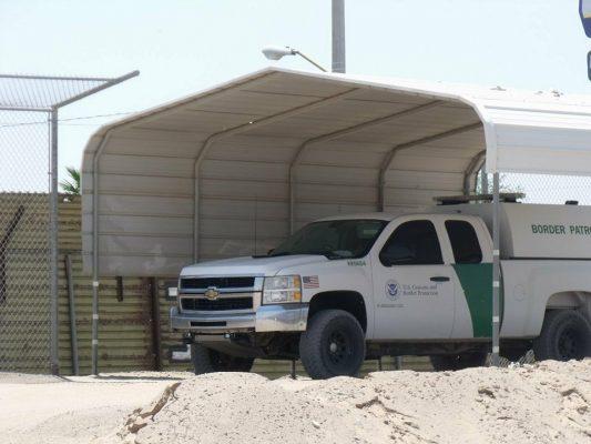 Tratan 3 ciudadanos de EU traficar con 9 mexicanos