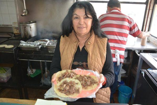 """De asada y tripa los preferidos  en el """"Chelos"""""""