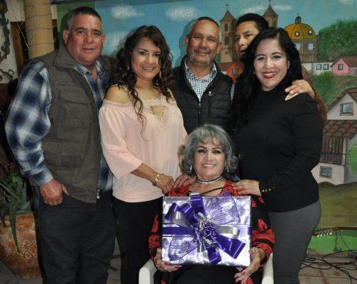 Festejan a Esther  su cumpleaños
