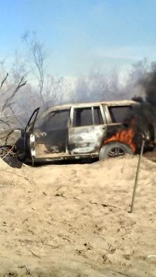 Extraño incendio de Jeep en el río
