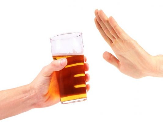 Diabéticos deben evitar la ingesta de alcohol