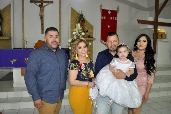 Recibe bautismo la bella Briana