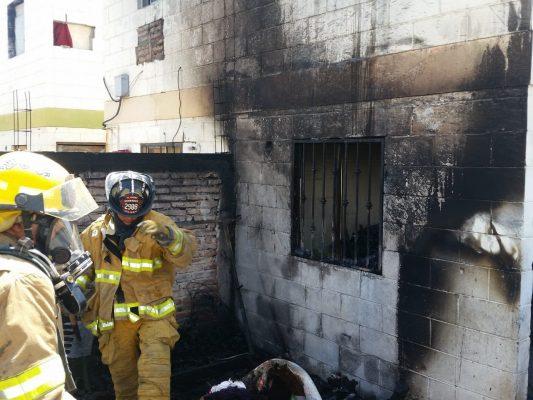 Bomberos salvan casa en El Oasis
