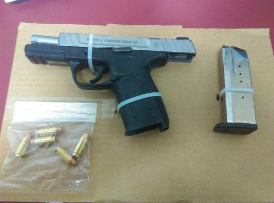 Arrestan a tres sujetos con arma de fuego