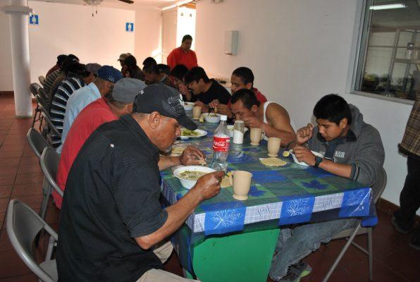 Migrantes reciben atención médica sin costo