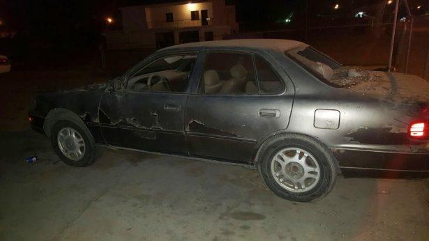 Causa daños a un vehículo