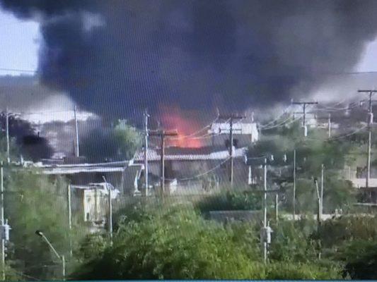 Fuerte incendio acaba con 4 casas.
