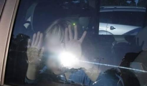 Riesgoso dejar a los niños en el automóvil