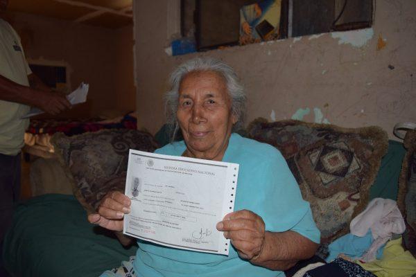 Mujer de más de 80 estudió en el ISEA