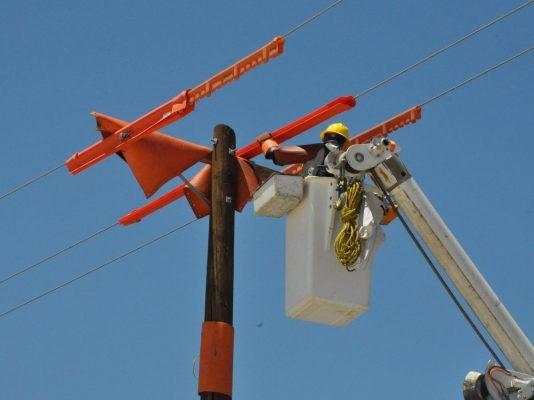 Para evitar fallas técnicos revisan los cables