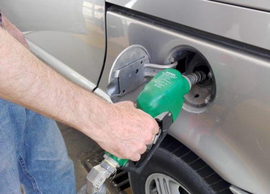 Rebasa los 15 pesos litro de gasolina.