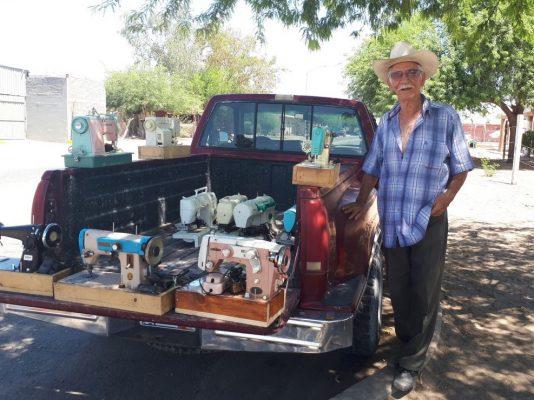 Vendedor inusual en calles de San Luis