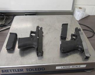 Decomisan agentes drogas y armas