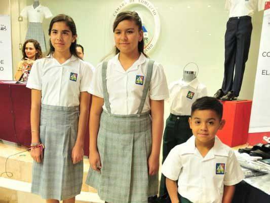 Iniciará la entrega de uniformes el 30 de julio