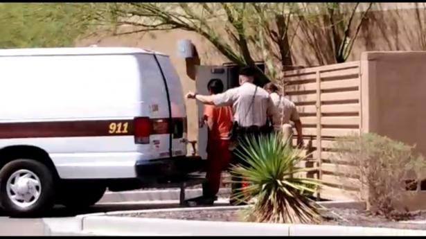 [VIDEO] Trasladan a los dos menores involucrados en asesinato de taxista a la Corte