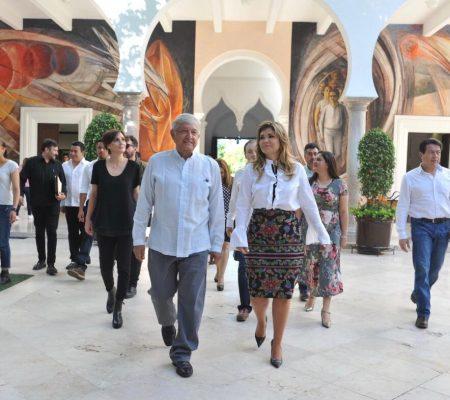 Recibe Gobernadora a López Obrador en Palacio Estatal
