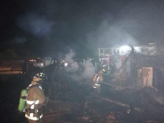 Salvan la vida en un incendio de vivienda