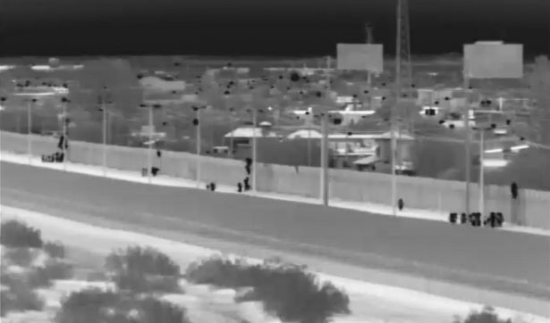 [VIDEO] Captan en video cruce masivo de inmigrantes