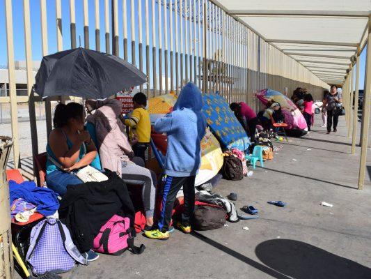 Aumenta atención a inmigrantes en refugio de Yuma