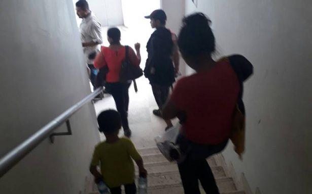 Asaltantes violan a dos migrantes delante de sus hijos
