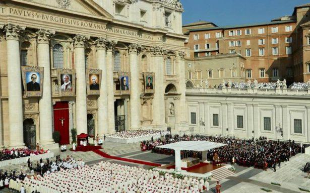 """Papa canoniza a Pablo VI y Romero, """"el obispo de los padres"""""""