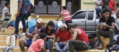 Migrantes hondureños permanecen en Tecún Umán, Guatemala