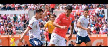 Chivas rescata empate ante Lobos y mantiene esperanza de Liguilla