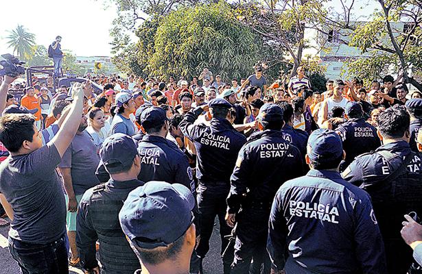 Enfrentamiento entre policías y civiles que pretendieron realizar rapiña en Villahermosa