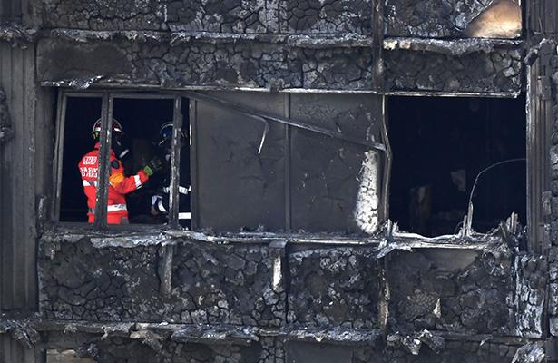 Al menos 30 personas murieron en el incendio de la torre de Londres